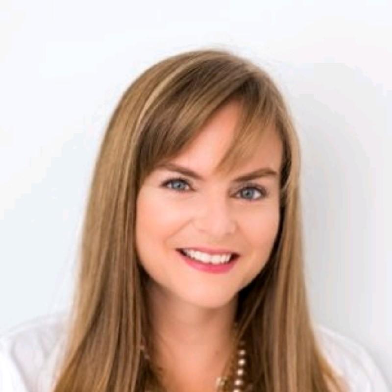 Erika Gianni Headshot